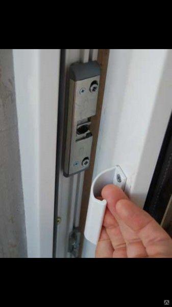 Как сделать ручку в двери на балкон с двух сторон